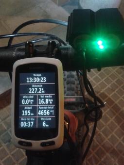 Llegada a casa!! Final de ruta!! Si, eran las 0:37. tras 227 kms y 4600 metros de desnivel, 13 horas de pedaleo, más de 17 horas desde la salida, estaba en casa. #MyFriendsRide completado! Palabra de Rider.