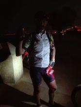 Jimmy se acordó de mi: una cerveza!!! Frutos secos... venía sediento y hambriento... y faltaban 35 kilómetros por delante.