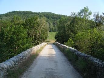 Puente sobre el río Ter, el cuál se cruza en varias ocasiones.
