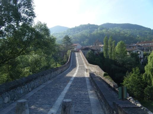 Llegada a Sant Joan de les Abadesses, paso del río Ter.