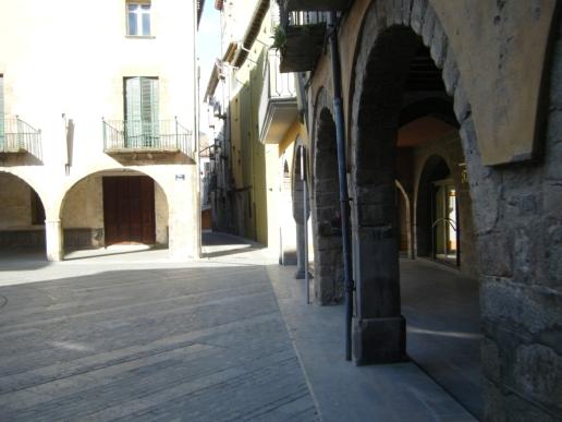 Paso por el Casc Antic de Sant Joan de les Abadesses.