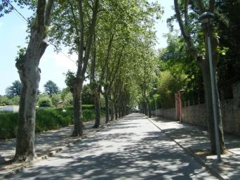 Paso por Sant Julià de Vilatorta, con mucho calor y viento en contra. Cierto retraso acumulado, tocaba cambio de planes.