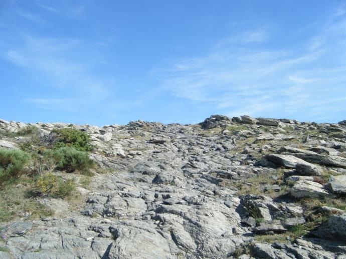 ...pero no fue fácil, también hubo que superar senderos pedregosos...