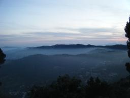 Premio a la perseverancia, vistas de la Serralada Litoral con los primeros bancos de niebla, la imagen no hace justicia a la belleza del momento. Últimos kilómetros!