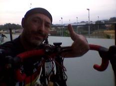 A punto para pedalear. Enviando un saludo a Ramón antes de salir de casa. We are ready!