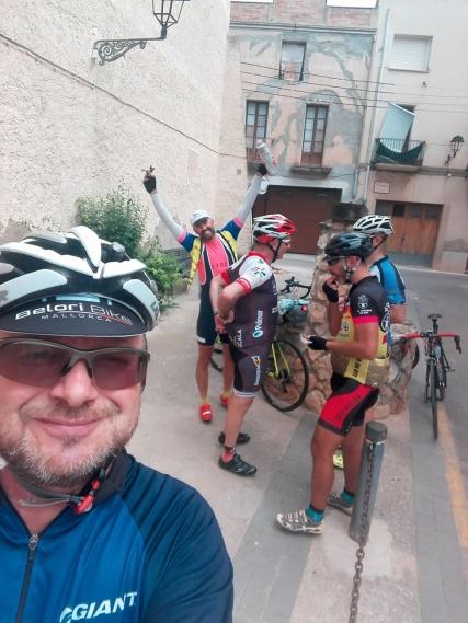 En el carrer de Dr. Puig, en Bràfim, un buen momento para refrescarse..
