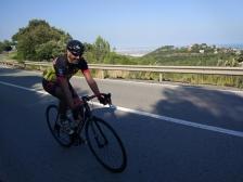Txiki disfrutando en la carretera, hoy ha cambiado la BTT por la carretera por una gran causa.