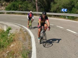 Txiki y Ramón pedaleando juntos.