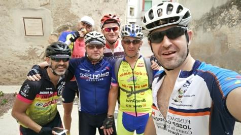 Aquí todo el grupo en Bràfim, contentos y por buen camino (de dercha a izquierda, Jose Antonio, José Francisco, José Luis, Jimmy, Ramón y Txiki)