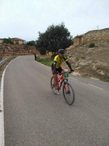 Un tramo de descenso en carretera, cerca de Os de Balaguer