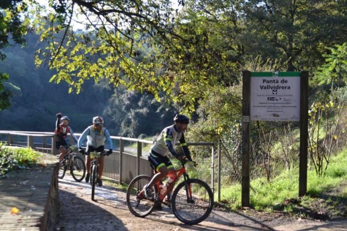 Paso por el Pantà de Vallvidriera, tras superar el pié del Tibidabo, de momento gran parte del recorrido es bien conocido.