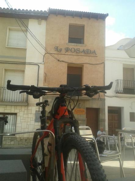Parada y almuerzo en la Posada en Peñalba, mitad del recorrido.