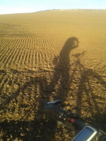 La sombra del GeoRider sobre los campos preparados para sembrar.