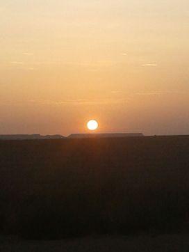 Momento inolvidable del amanecer sobre Monegros