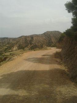 Pista de bajada por la zona de los Tozales, camino de la Ermita de San Miguel