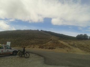 Descenso hasta llegar al Alto de Velefique, ciertamente vertiginoso.
