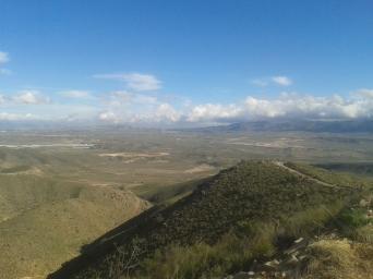 Vistas del descenso del Peral, duro por ser camino pedregoso e irregular con alta pendiente. Las vistas magnificas.