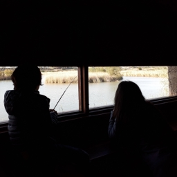 Sandra y Nil bien atentos a la actividad de la fauna...