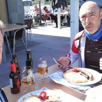 Llegada a Ponts, 11h de la mañana, km. 100 pasado... toca almorzar en el Xalet.