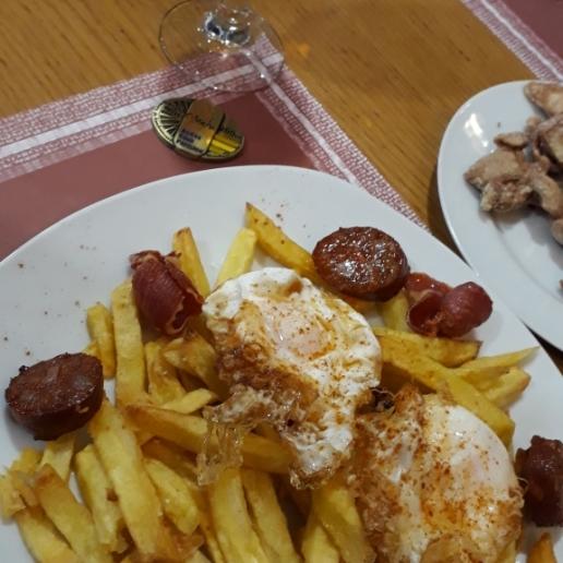 Deseando comer unos huevos fritos con patatas... el Bermejo's, ya en casa.