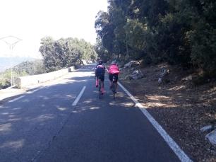 Fue todo un placer y gozada compartir y seguir las ruedas de Santy y Diego a lo largo de un buen tramo durante la Sierra de Tramuntana. Ellos de paseo y charlando, uno dándolo todo. Mucha clase hay en esos pedales.