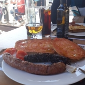 Combinación de butifarras, un buen almuerzo calórico.